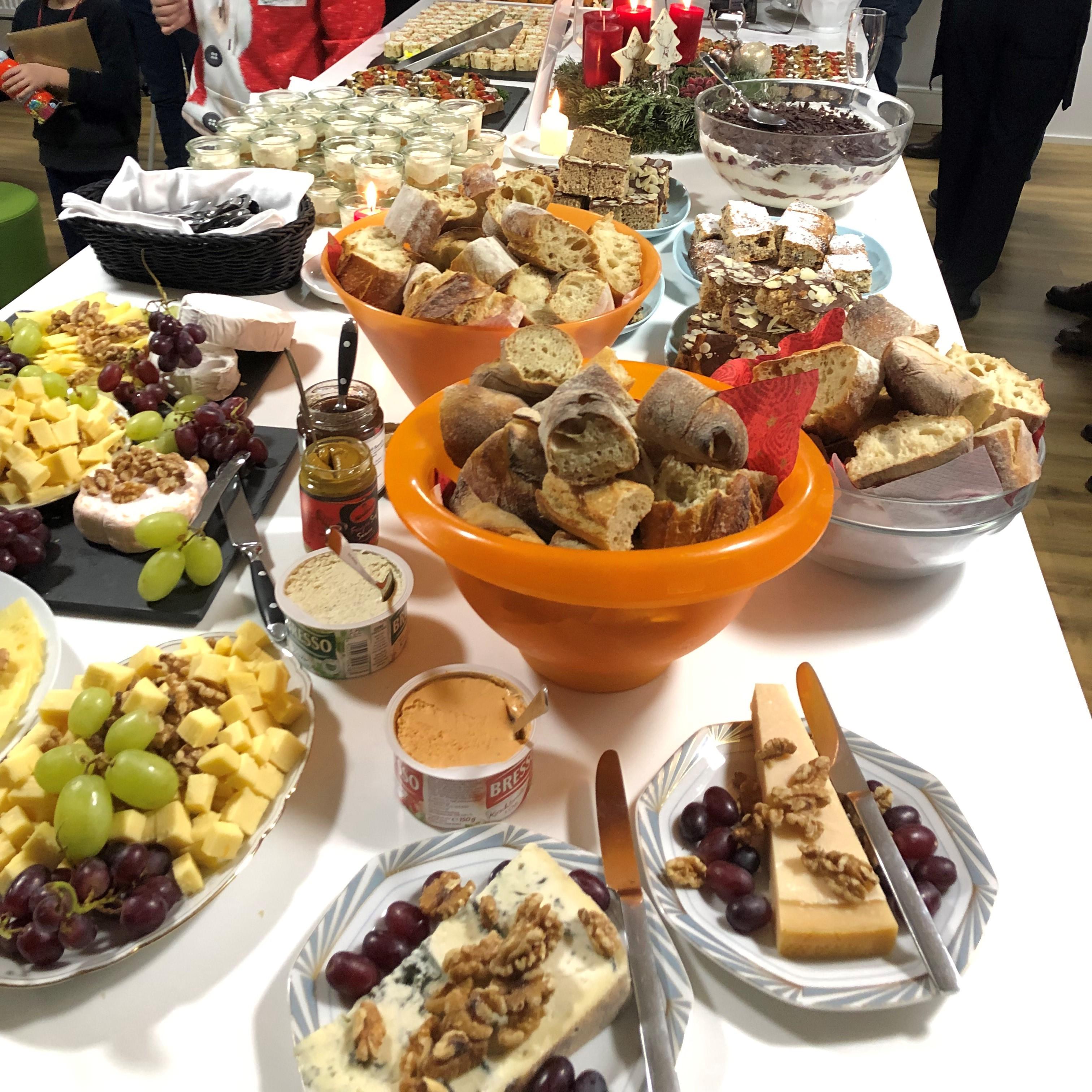 Das leckere Buffet bei der marenas Weihnachtsfeier