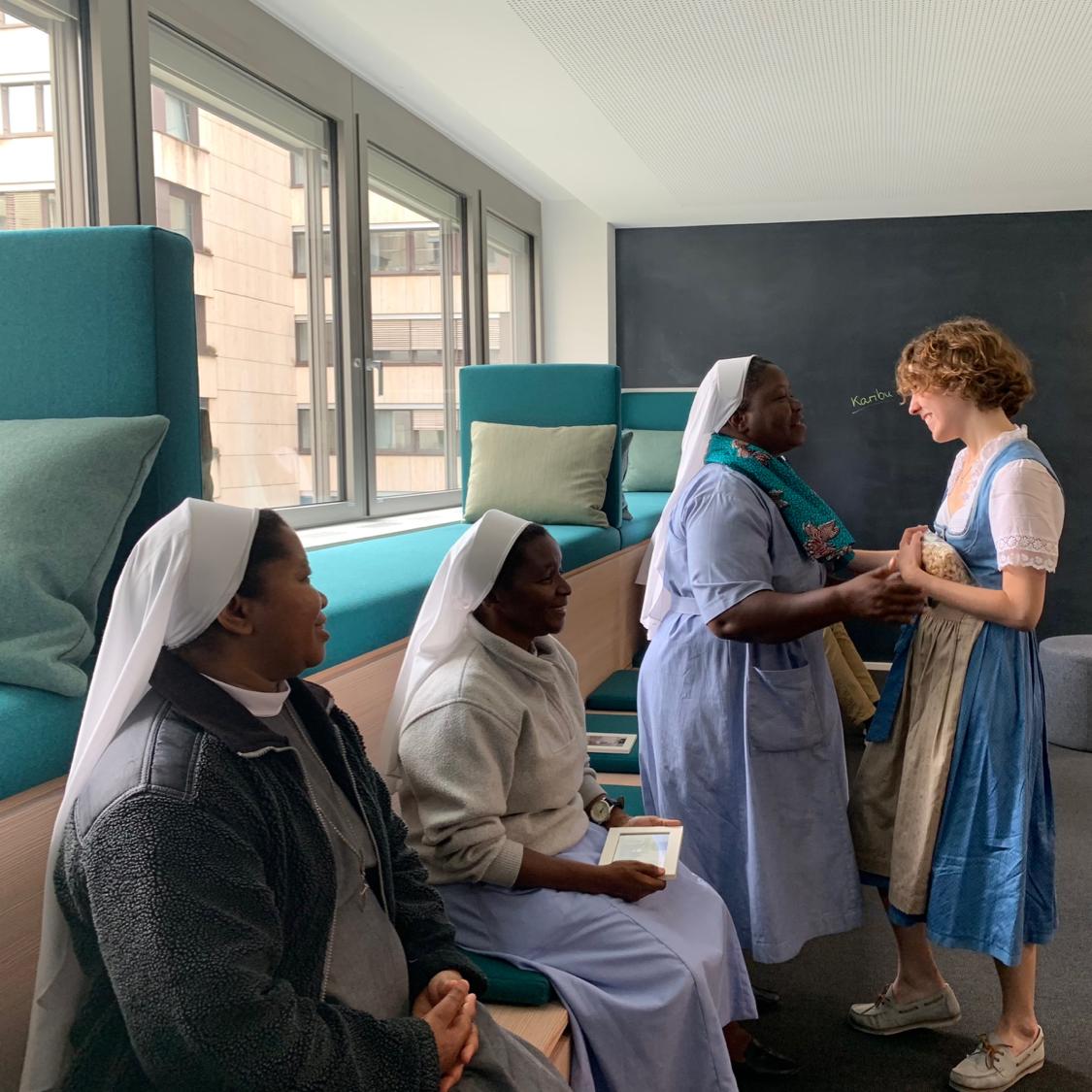 Die Schwestern zu Besuch aus Tansania zu Besuch bei marenas in unserem marenas Büro in München